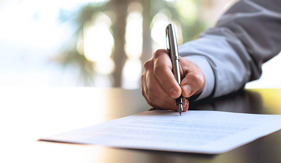 immatriculer sa société - contrat signé signature d'un contrat immatriculation société SAS SARL